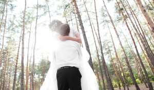 pictorial of newly wed in the forest
